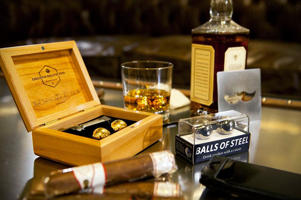 Balls Of Steel: 18K Goldene Whiskey-Kugeln 2
