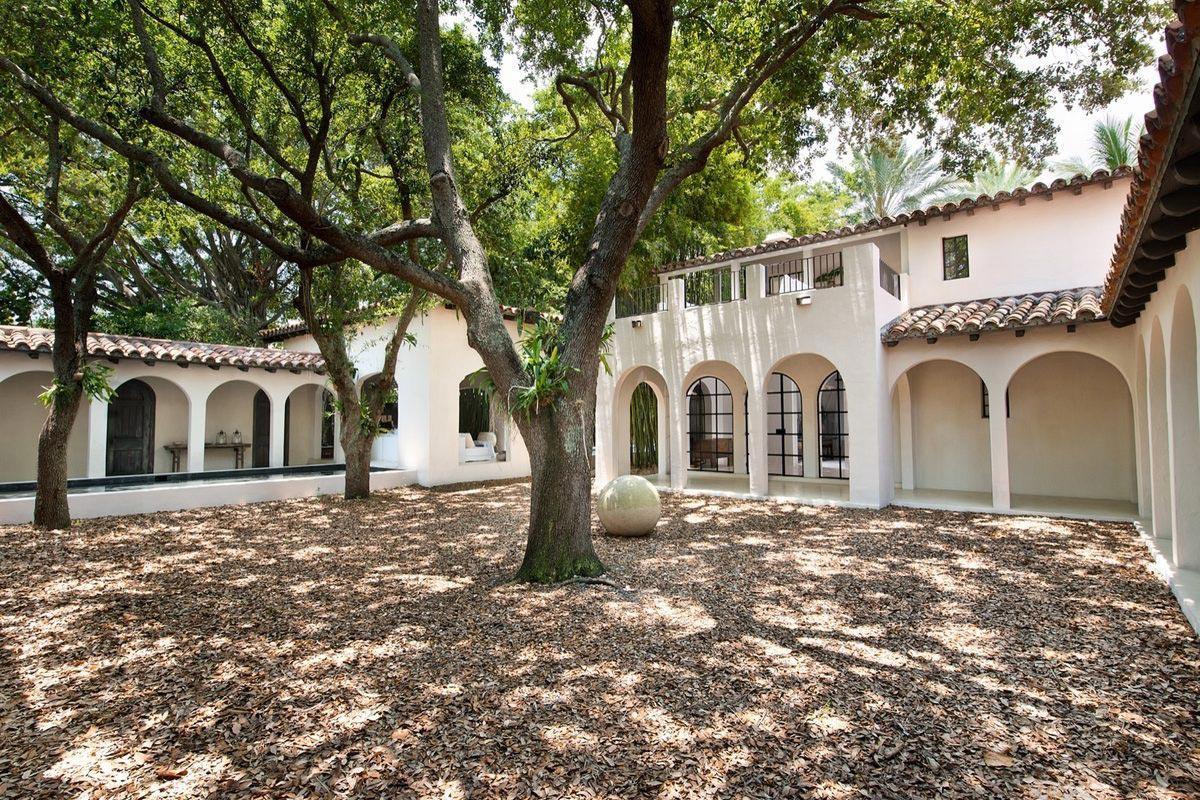 Calvin Klein sells Miami Beach Home 8
