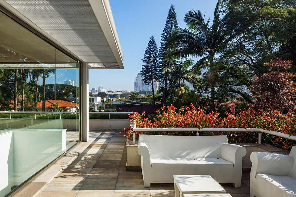 Die moderne MG Residence von Reinach Mendonça Arquitetos Associados 16