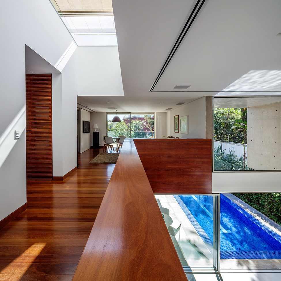 Die moderne MG Residence von Reinach Mendonça Arquitetos Associados 6