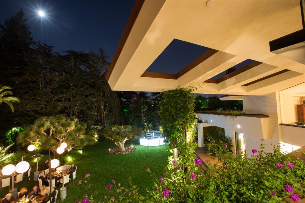 Ellen Degeneres Bought Luxury Mansion In Los Angeles For