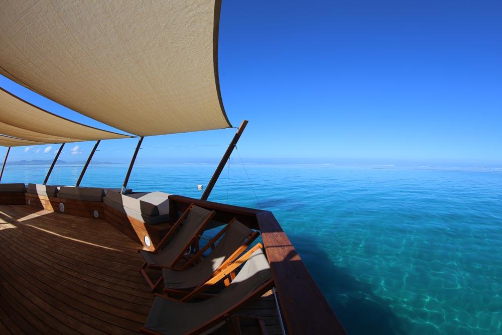 Floating-Bar-Cloud-9-Fiji-01