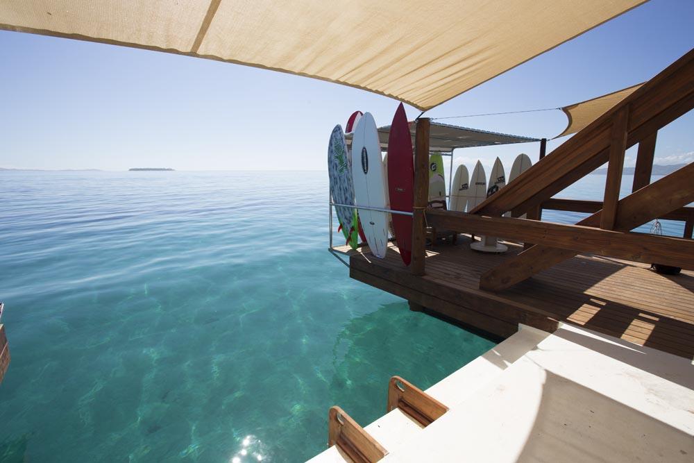 Floating-Bar-Cloud-9-Fiji-04