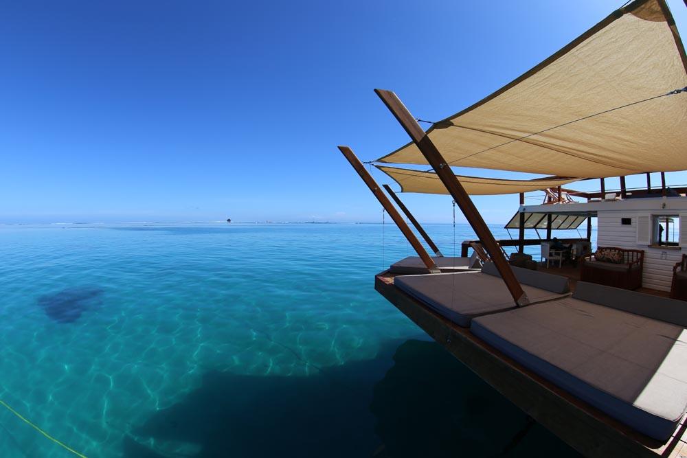 Floating-Bar-Cloud-9-Fiji-06