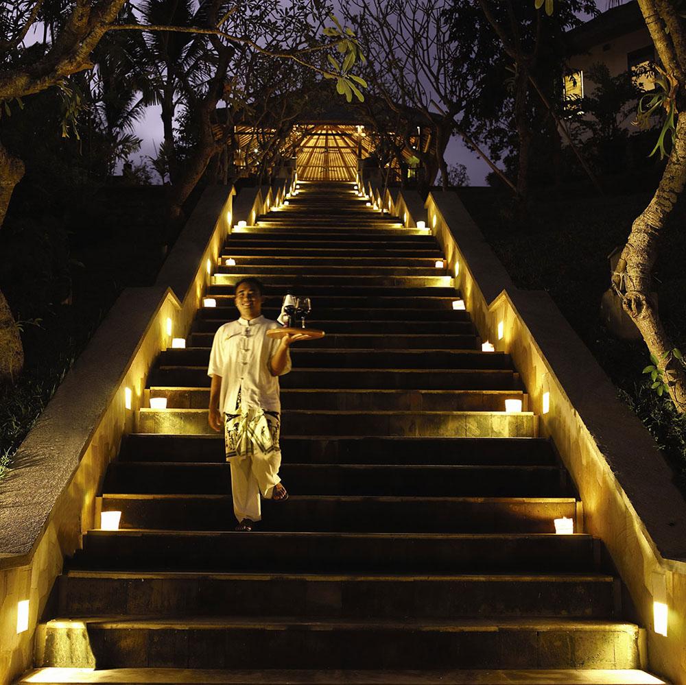 Inside the rainforest hanging gardens ubud in bali mr for Design hotel ubud