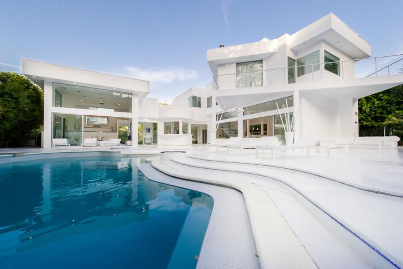 Inside Akon's Heaven Estate in California 10