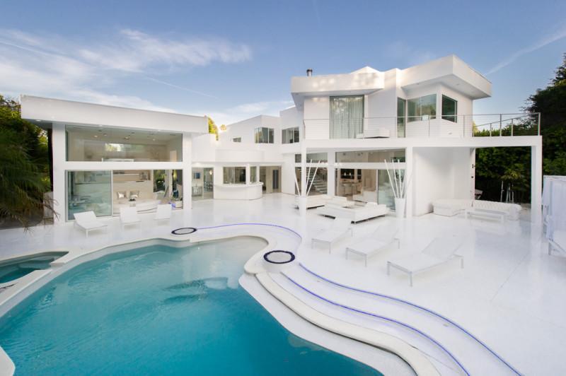 Inside Akon's Heaven Estate in California 11