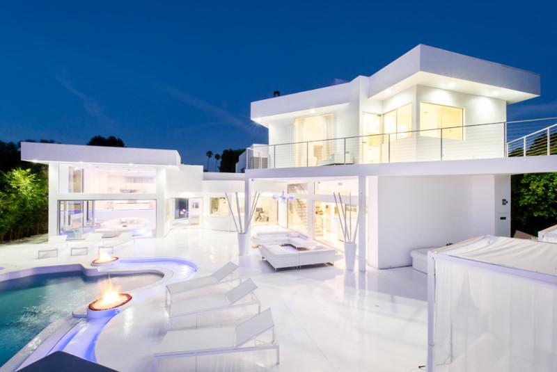 Inside Akon's Heaven Estate in California 16