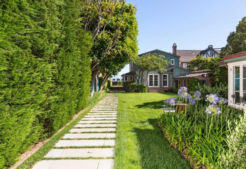 Inside Leonardo DiCaprio's $17.35 Million Malibu Beach House 3