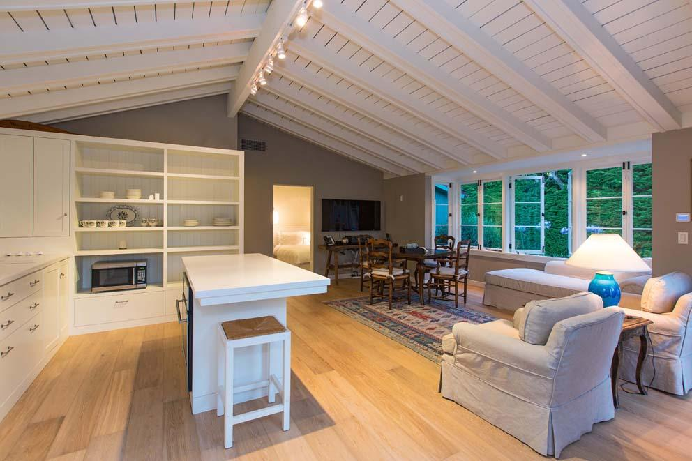 Inside Leonardo DiCaprio's $17.35 Million Malibu Beach House 14