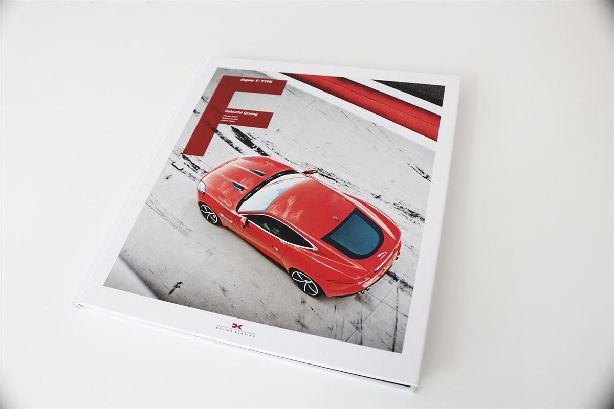 Gewinne ein exklusives Jaguar F-Type Buch 5