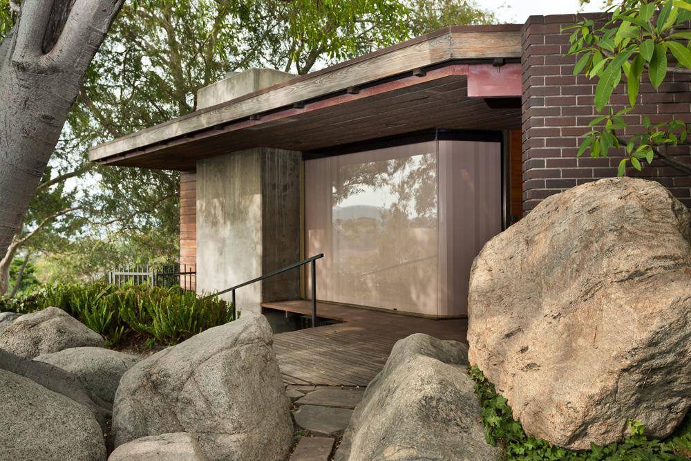 L.A. Silvertop House Designed by John Lautner for Sale 7