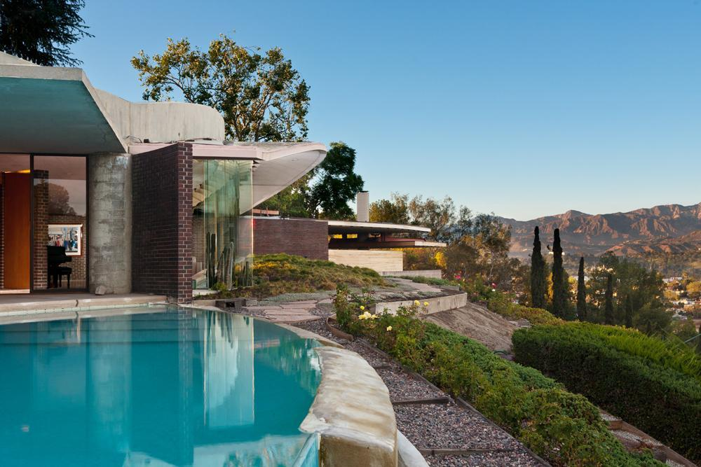 L.A. Silvertop House Designed by John Lautner for Sale 11