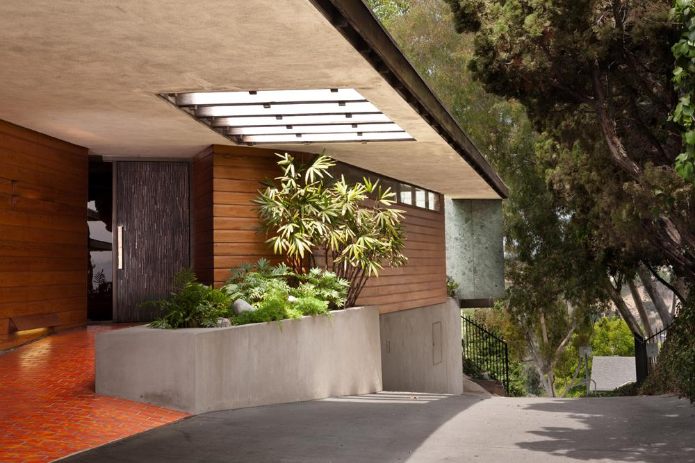 L.A. Silvertop House Designed by John Lautner for Sale 14