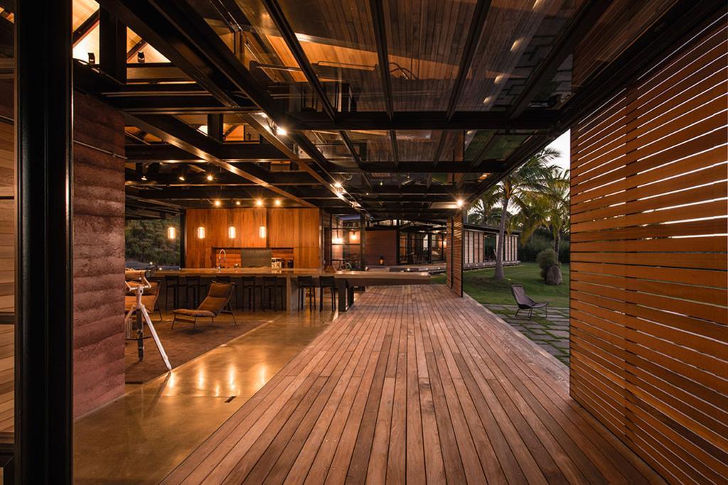 Peter Lik sells Honolua Bay Estate 'AURA' 9