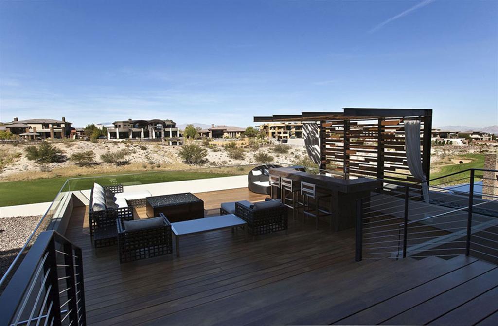 tresarca modernes einfamilienhaus flachdach terrassen möbliert begrünt