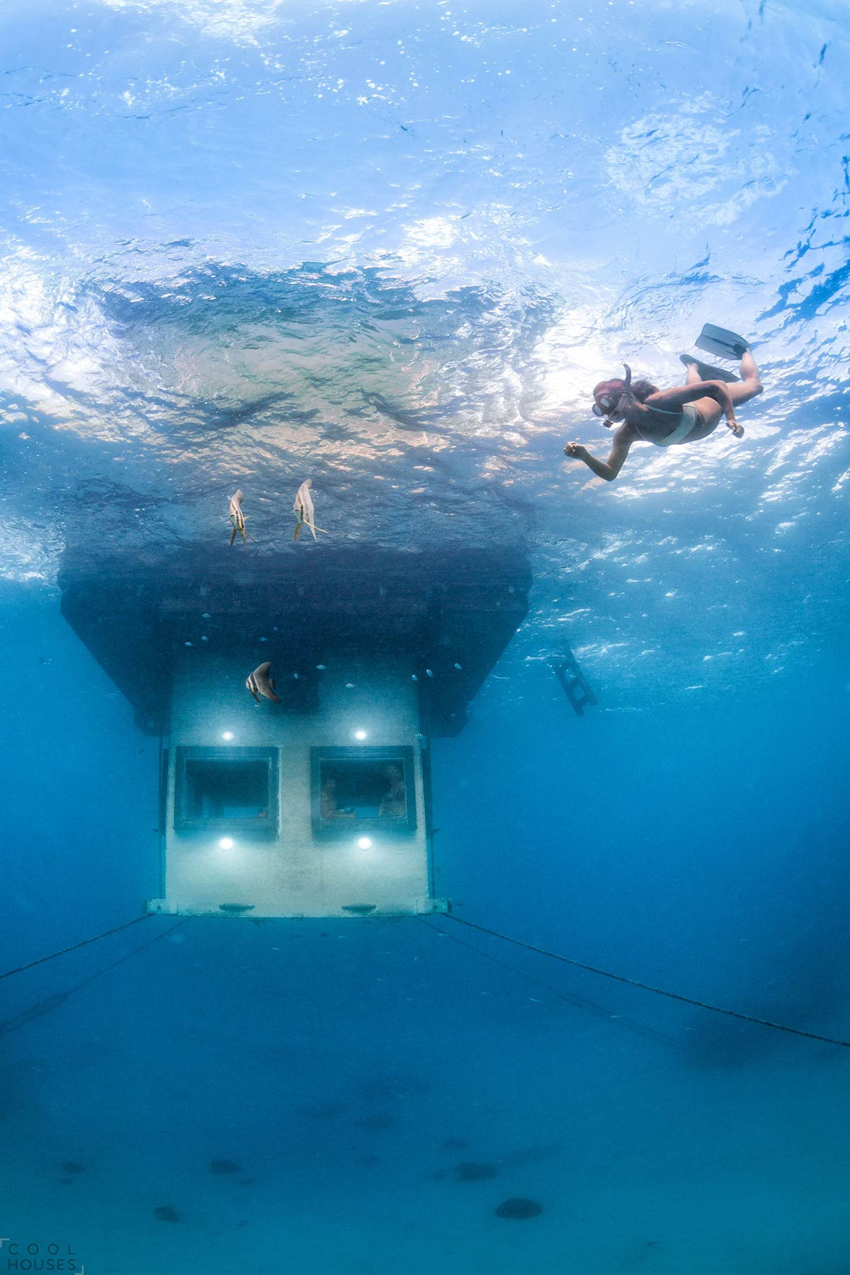 Underwater-Room-x-Manta-Resort-05
