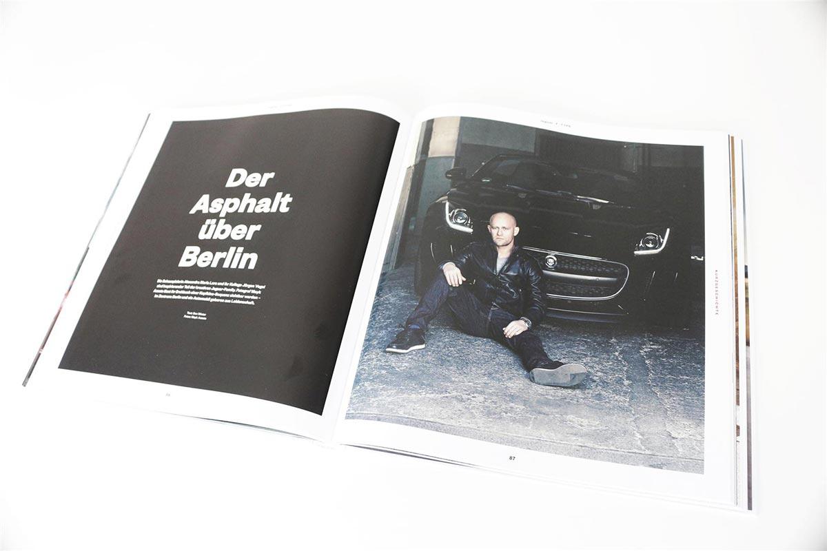Gewinne ein exklusives Jaguar F-Type Buch 2