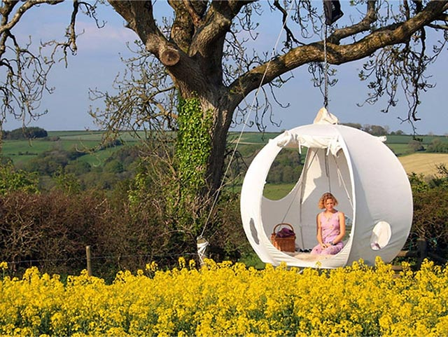 "Hang Out 3 Feet Above The Ground x Camping with the ""Roomoon"" Tent 2"
