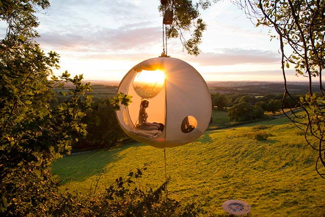 "Hang Out 3 Feet Above The Ground x Camping with the ""Roomoon"" Tent 1"