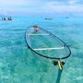 Erkunde die Meere mit diesem transparenten Kayak