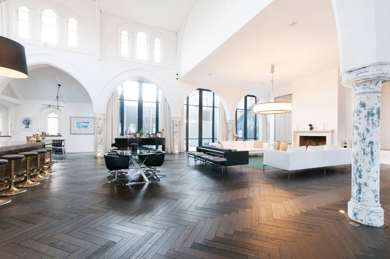 A massive London Church is transformed into a Luxury Home 14