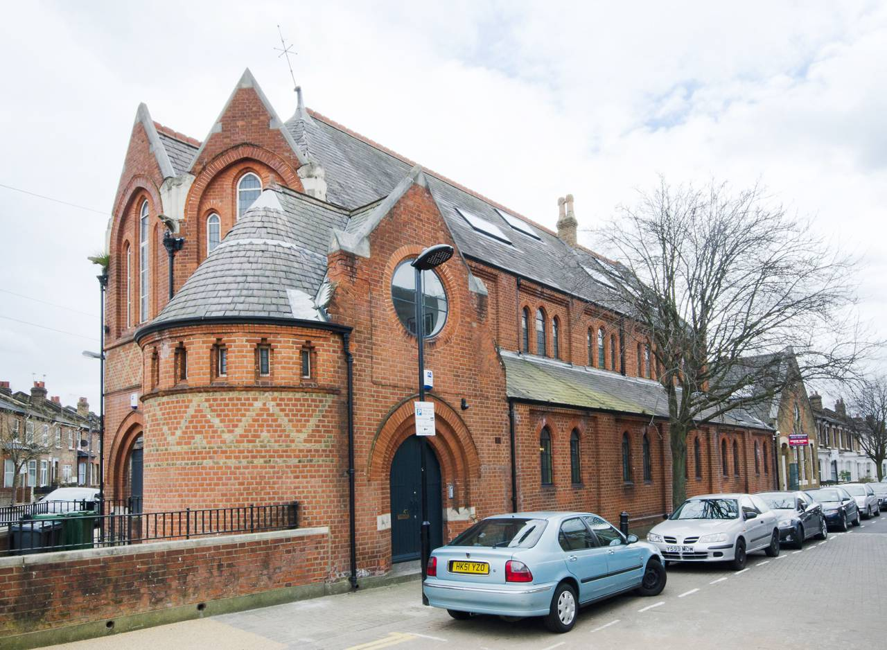 A massive London Church is transformed into a Luxury Home 7