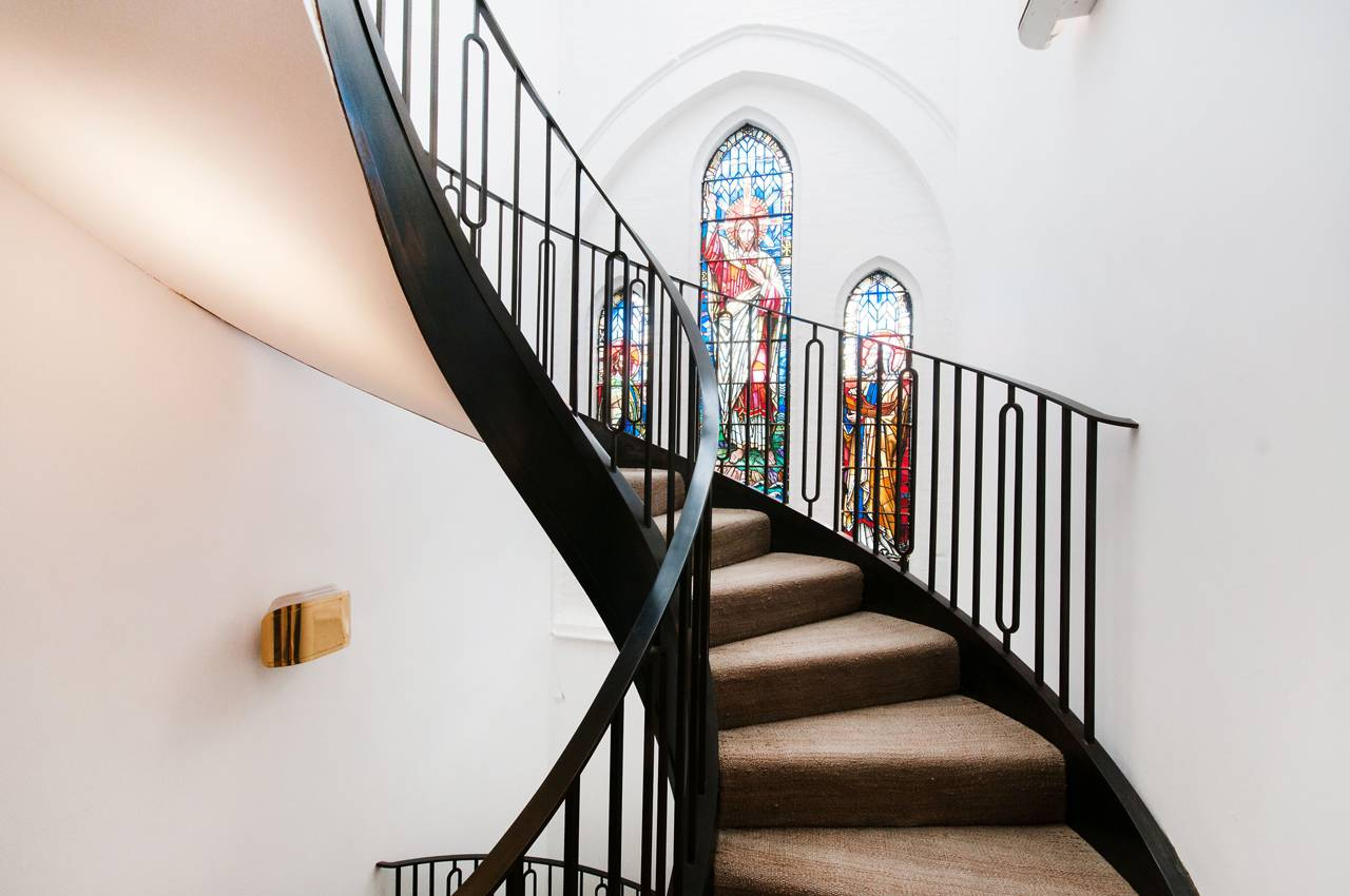 A massive London Church is transformed into a Luxury Home 11