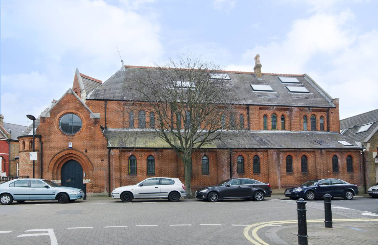 A massive London Church is transformed into a Luxury Home 15