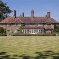 Roger Moore's $7,5 Million Dollar Residence in England