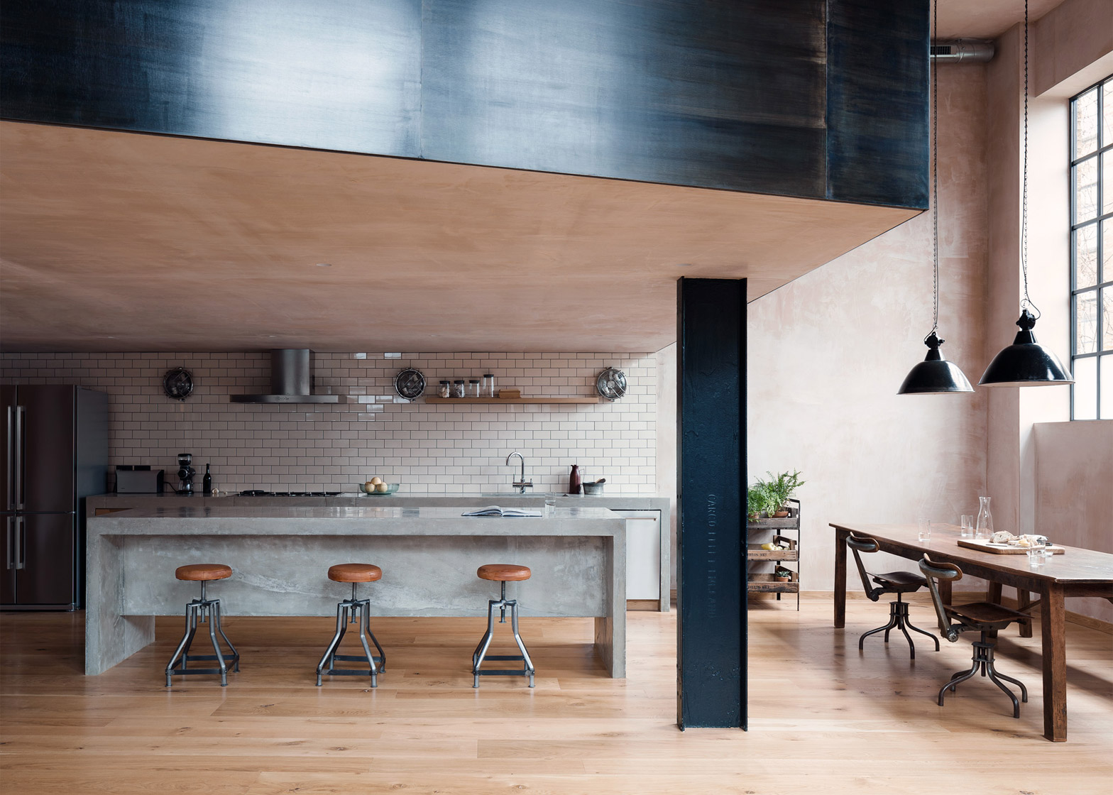 An East London Warehouse was transformed into an impressive Home 4