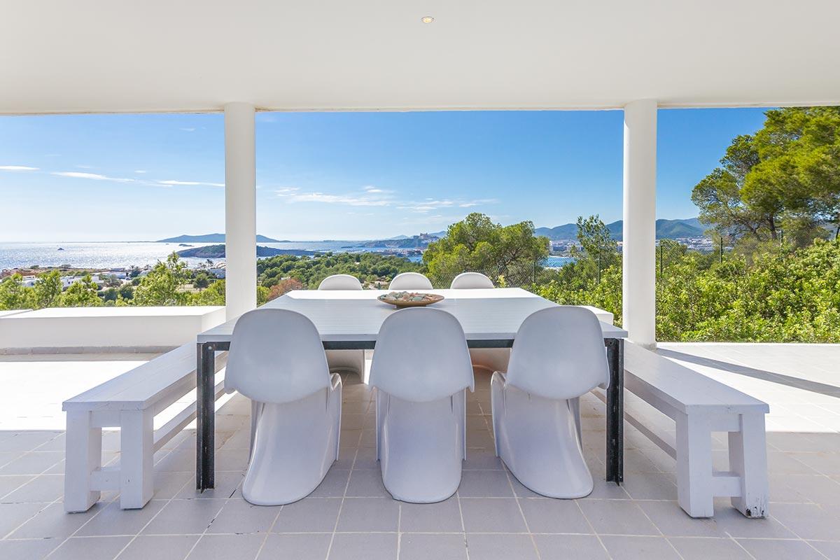 Moderne Villa mit Panoramablick in Ibiza 8