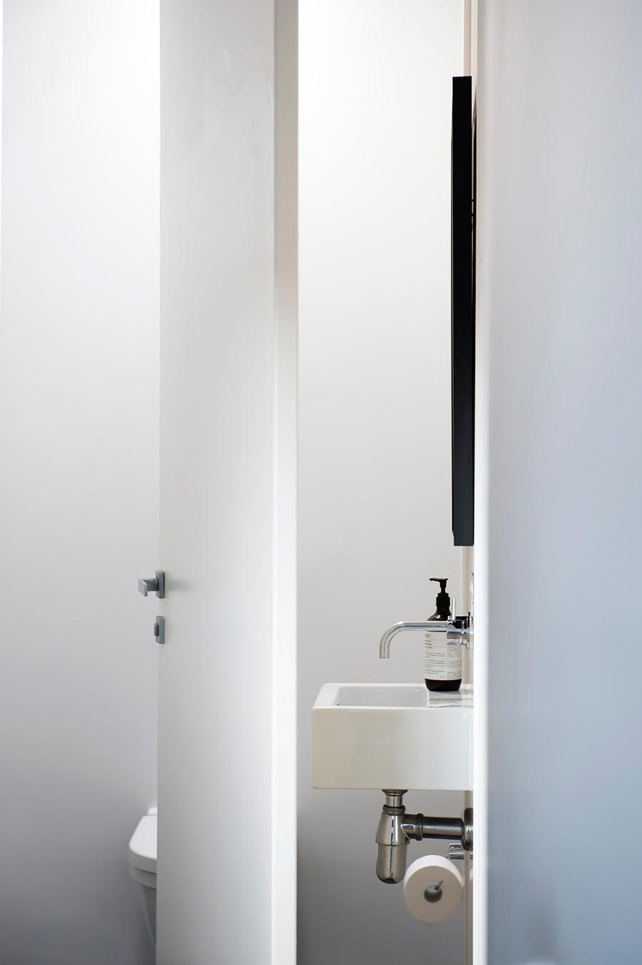 Award winning monochromatic bathroom by minosa design for Monochromatic bathroom designs