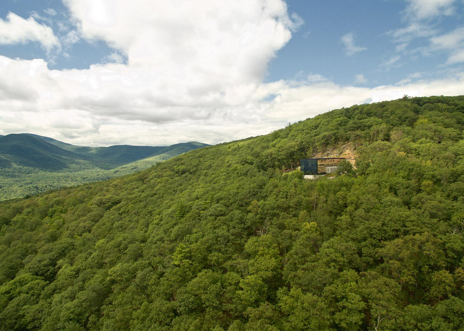 The Mirrored Hideaway in the Catskill Mountains 4