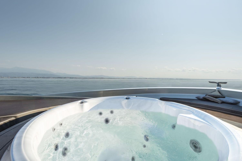 30 Meters Elegance: The Tecnomar Nadara Zahraa Yacht 7