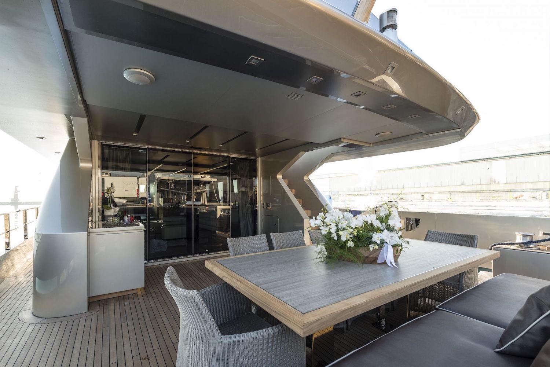 30 Meters Elegance: The Tecnomar Nadara Zahraa Yacht 5