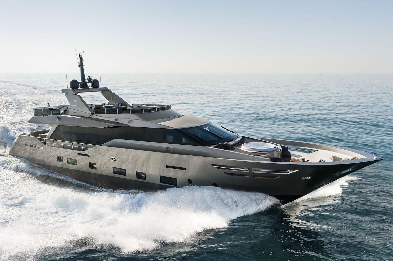 30 Meters Elegance: The Tecnomar Nadara Zahraa Yacht 1