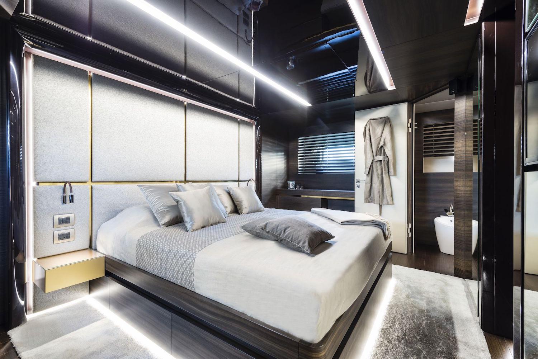 30 Meters Elegance: The Tecnomar Nadara Zahraa Yacht 4