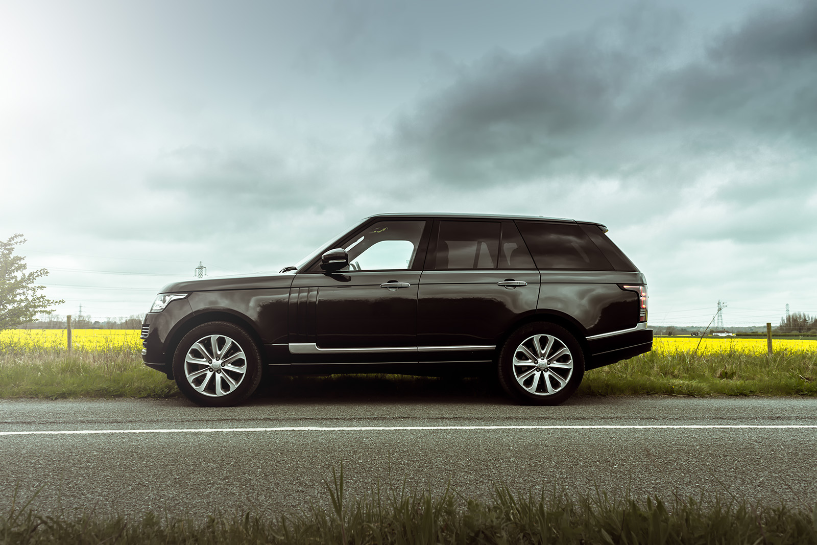 Range Rover Vogue SE Featured