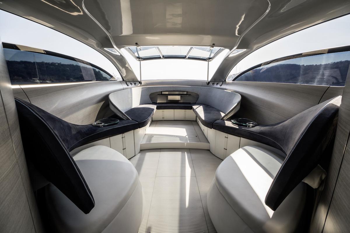 Das interieur der arrow460 granturismo motoryacht for Innenraum design