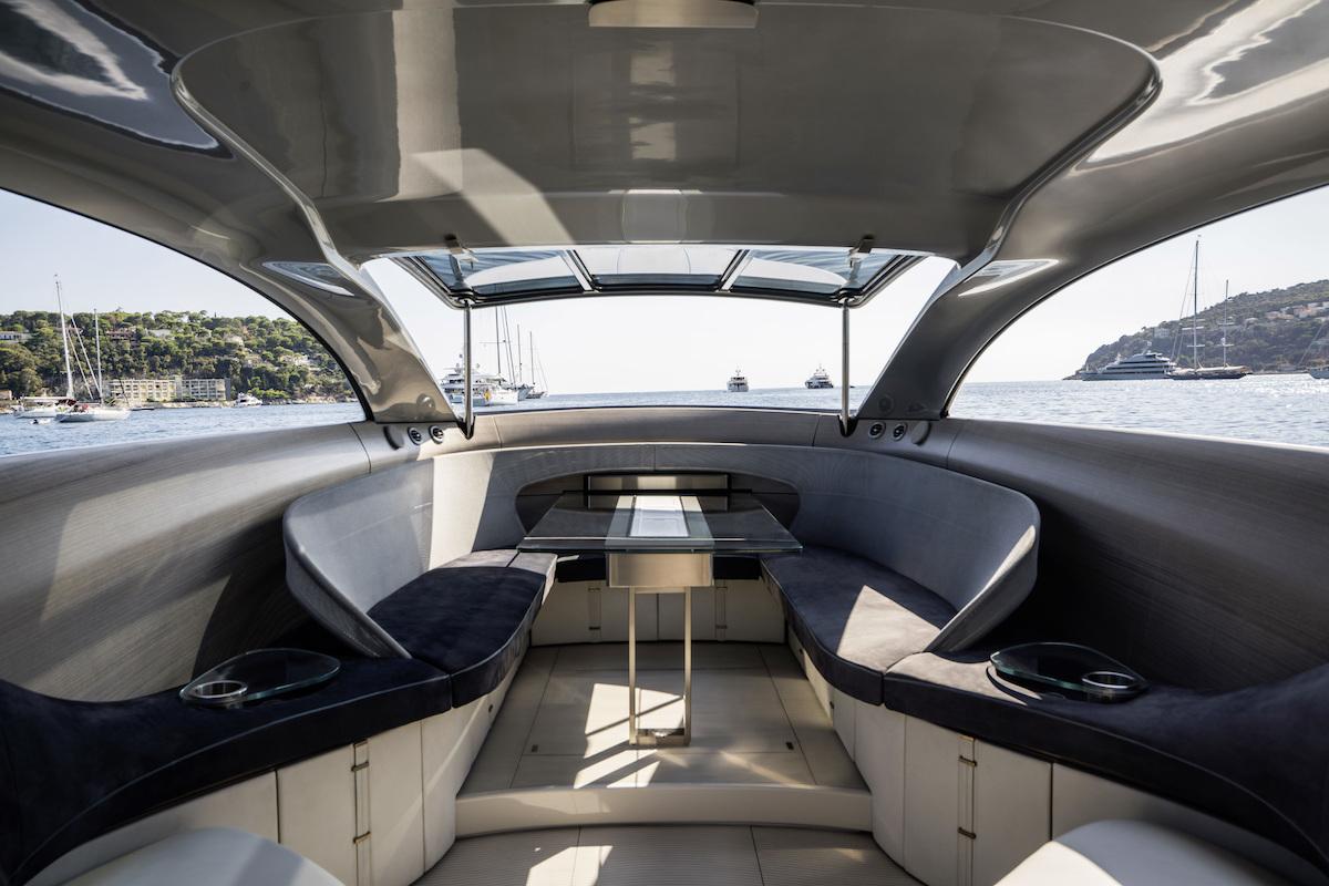 Das interieur der arrow460 granturismo motoryacht for Interieur yacht