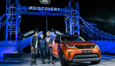Unveiling The New Land Rover Discovery With Lots of Lego