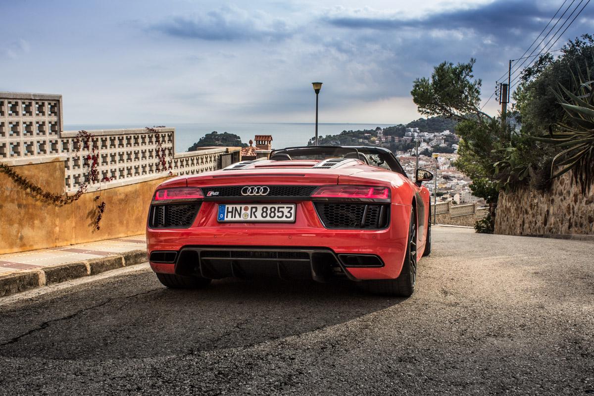 Topless V10 Pleasure in Barcelona – The R8 Spyder 11