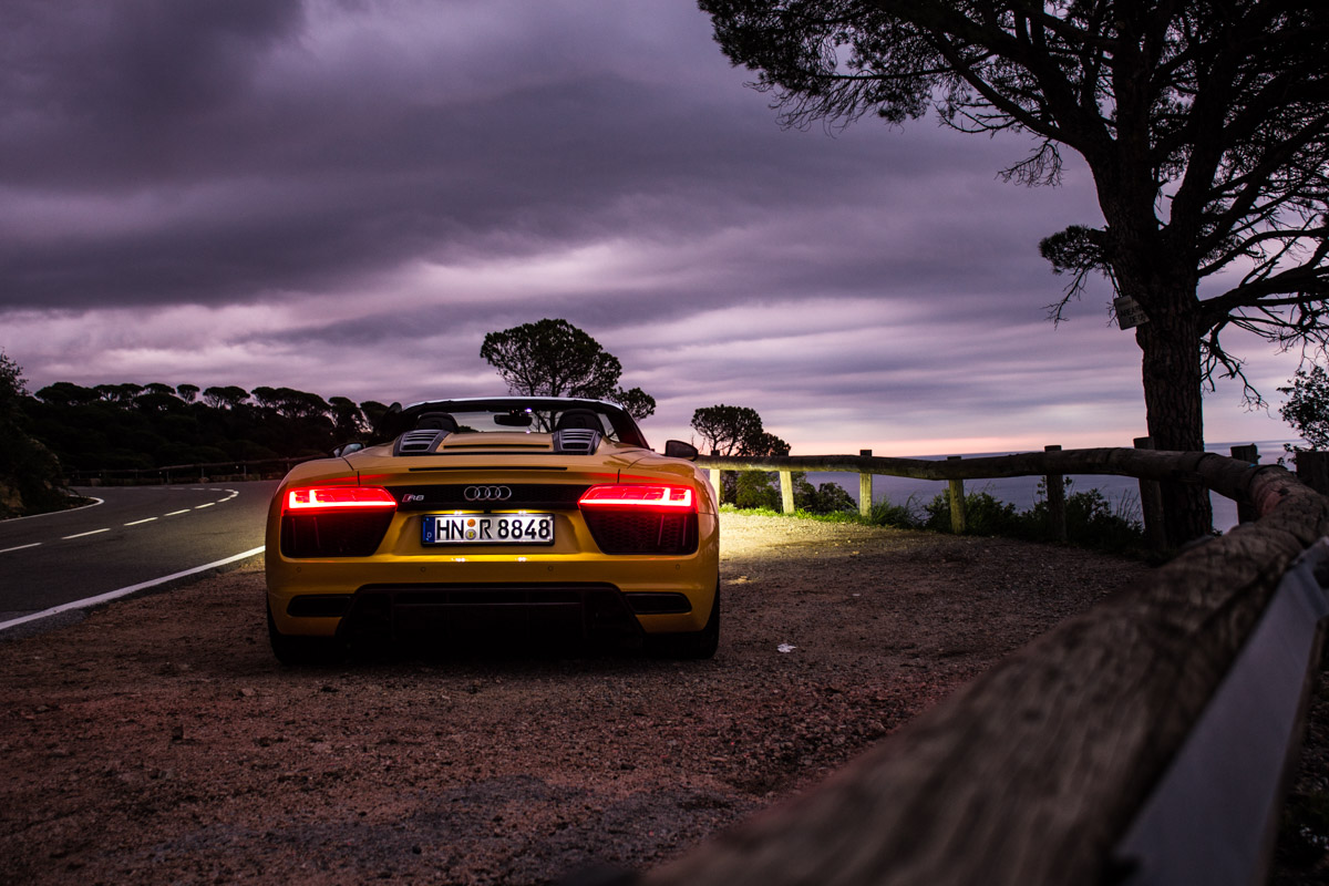 Topless V10 Pleasure in Barcelona – The R8 Spyder 12