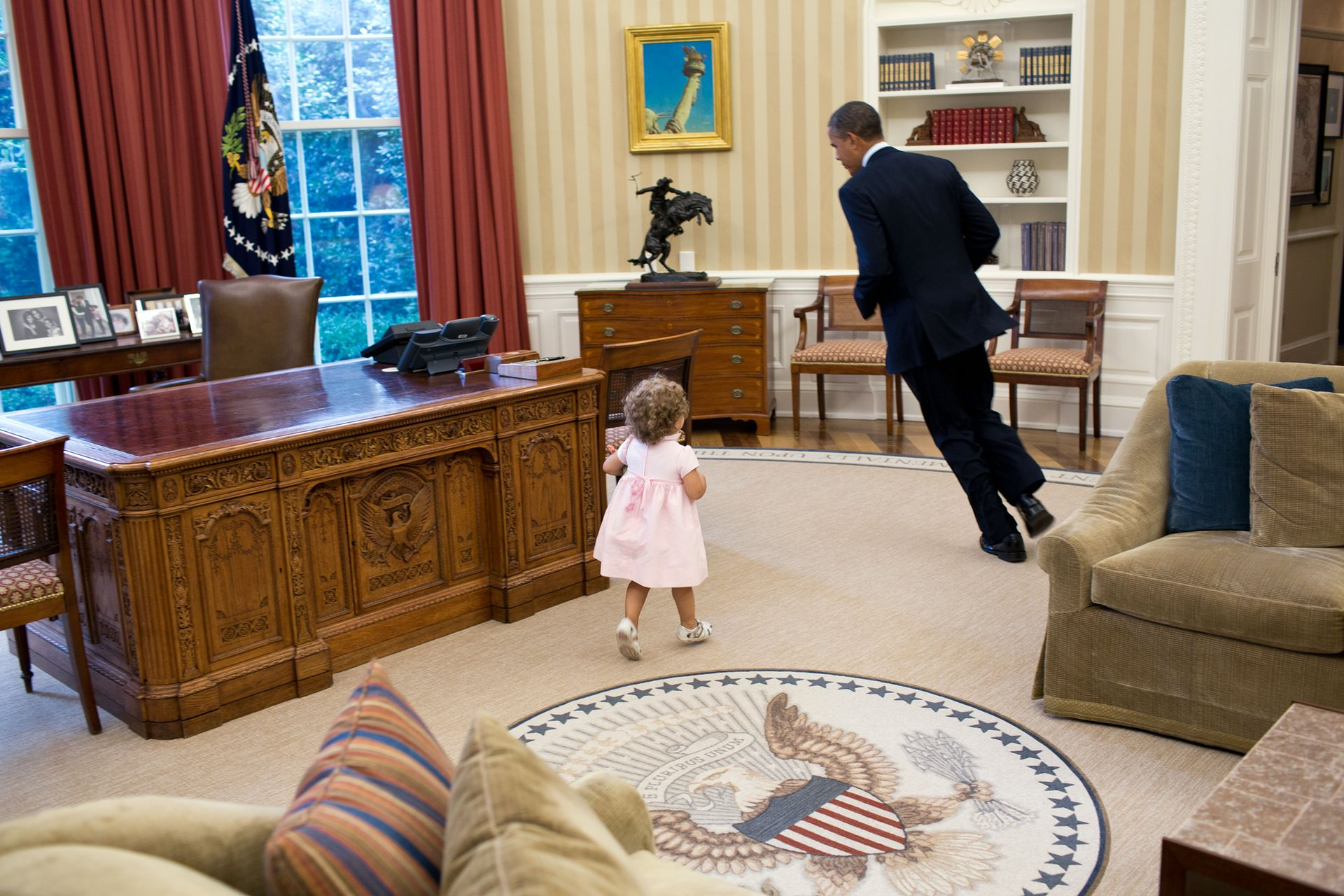 Official White House Photographer Pete Souza Reveals His Favourite Photos Of Obama 11