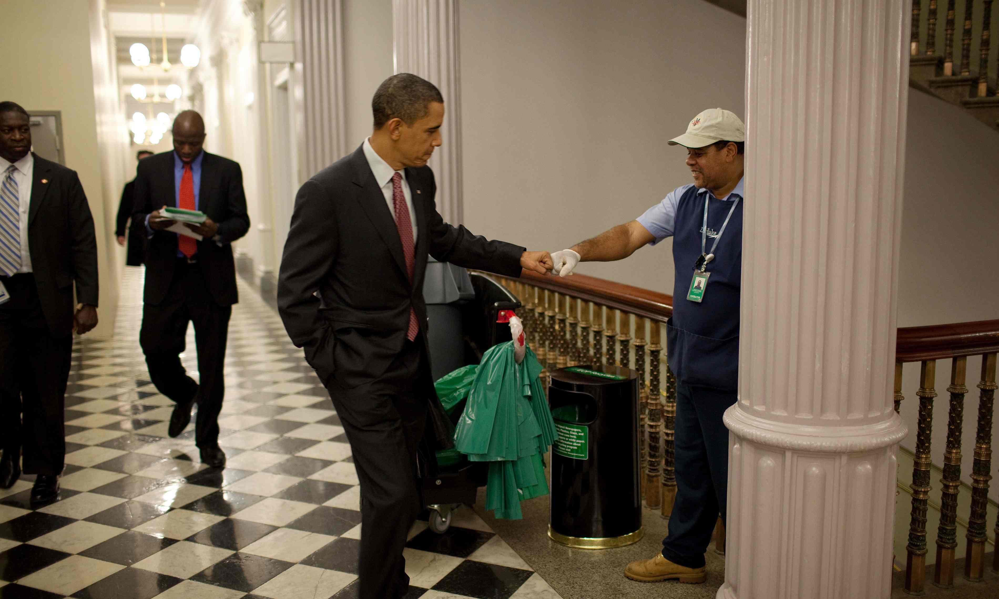 Official White House Photographer Pete Souza Reveals His Favourite Photos Of Obama 12