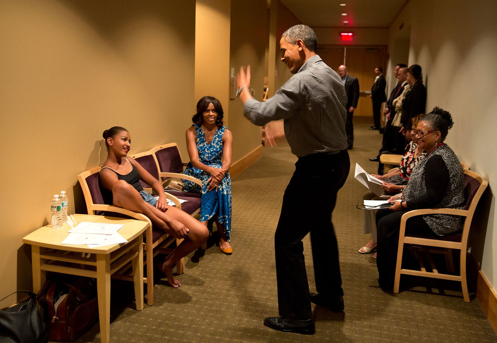Official White House Photographer Pete Souza Reveals His Favourite Photos Of Obama 8