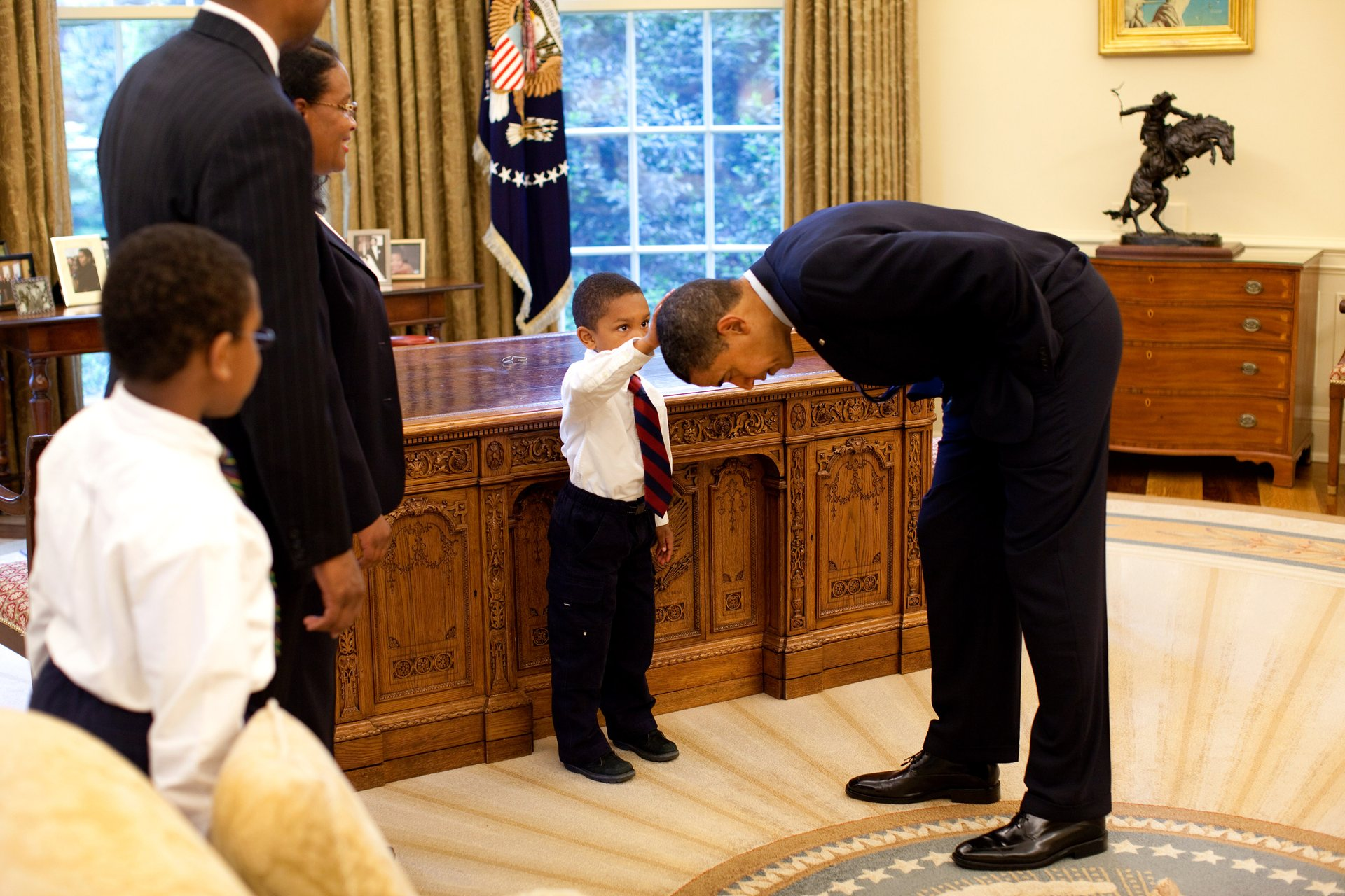 Official White House Photographer Pete Souza Reveals His Favourite Photos Of Obama 9