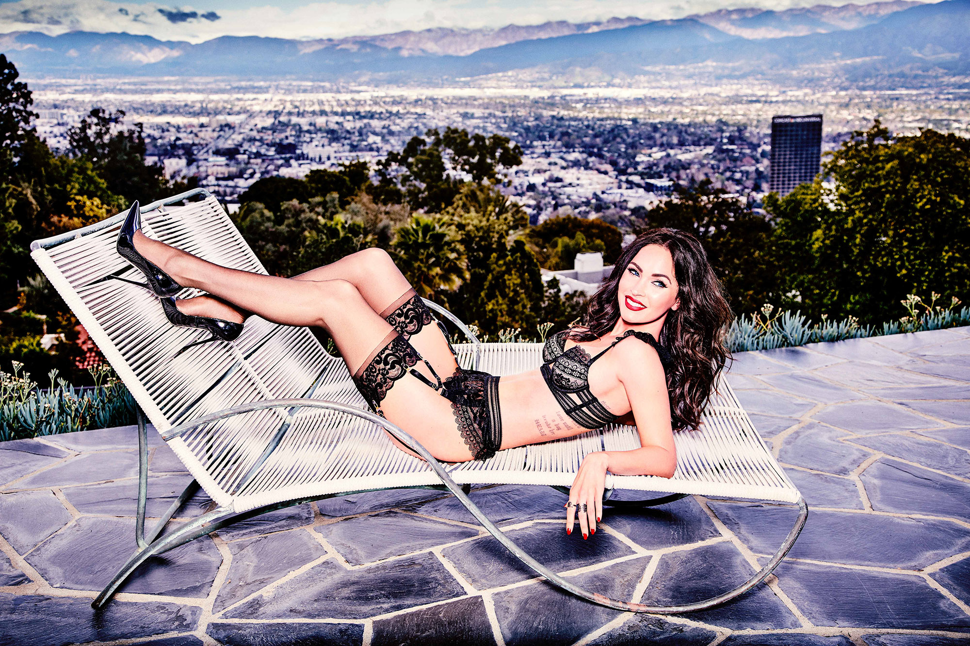 Megan Fox in Frederick's of Hollywood fürs V Magazine 3