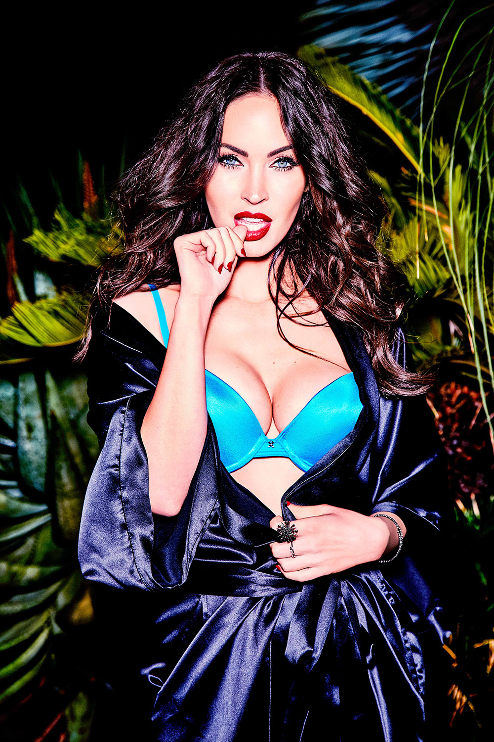 Megan Fox in Frederick's of Hollywood fürs V Magazine 4